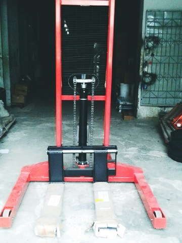 Service Straddle Stacker GOZOZ